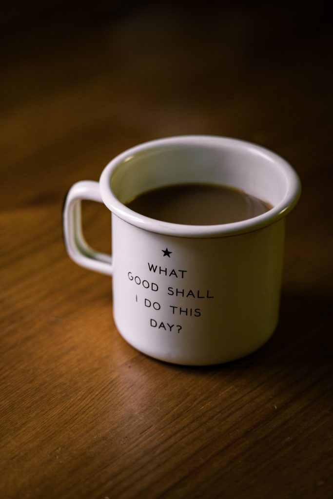 "Coffee mug with the text ""What good shall I do this day?"""